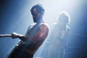 Jude Law as Mat Burke and Ruth Wilson as Anna Christopherson.  Courtesy of Donmar Warehouse